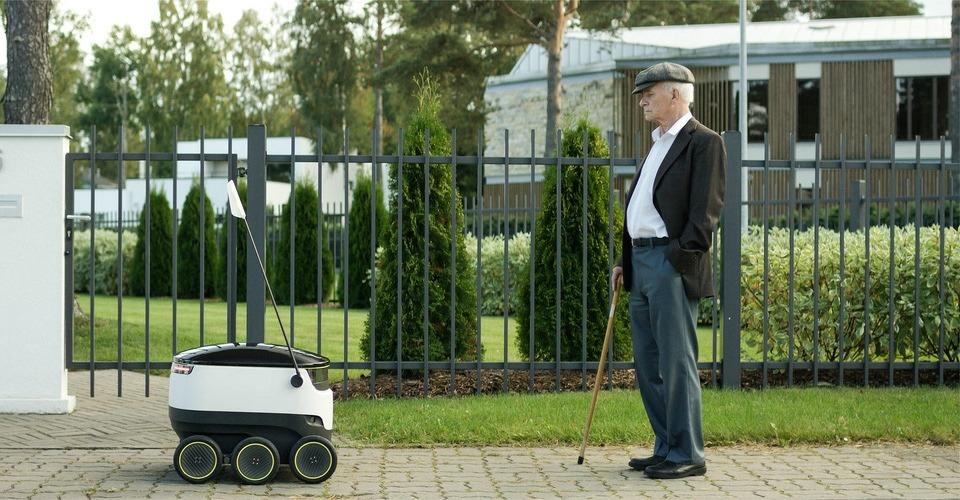 Robot drone bezorgt pakketten via de grond