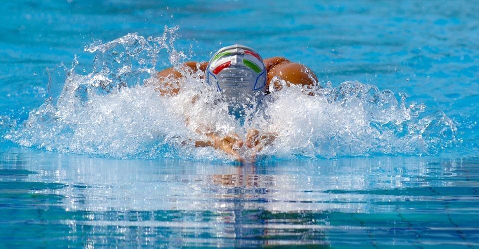 Drone filmt training Nederlandse zwemploeg