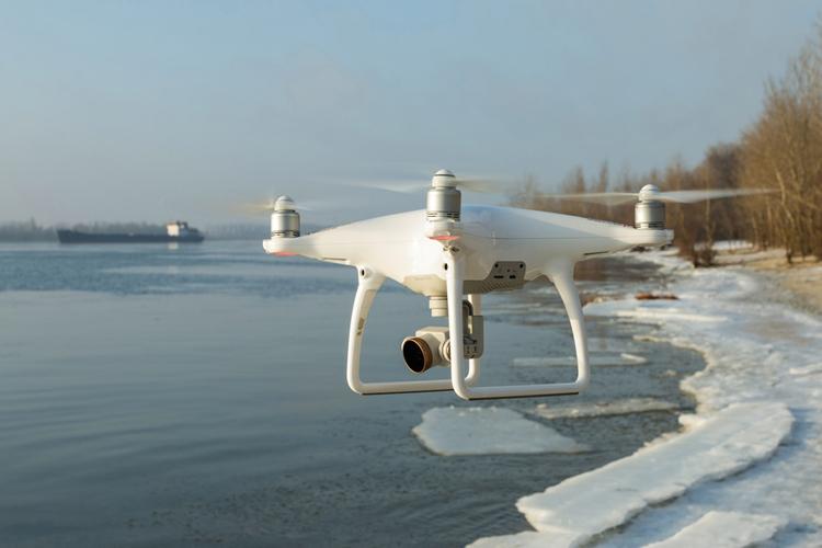 1485516435-dji-phantom-4-drone-quadcopter-stefan-groothuis-schaatser-2017.jpg