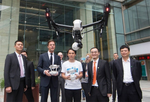 minister-president-mark-rutte-vliegt-inspire-1-drone